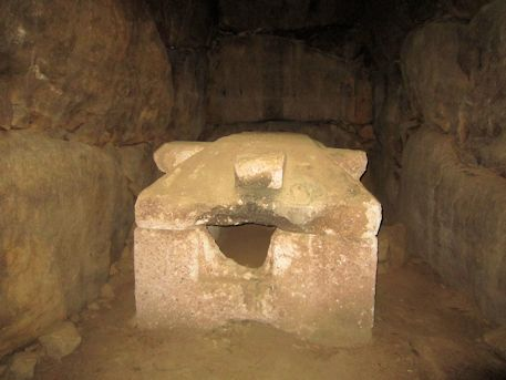 赤坂天王山古墳の家形石棺