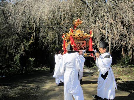 笠山三宝荒神大祭の神輿渡御
