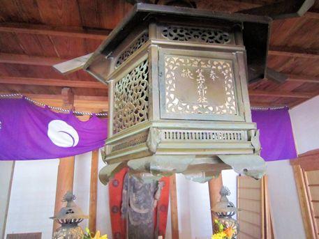 竹林寺本堂の釣灯籠