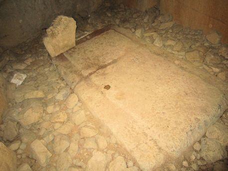 組合式石棺の床石