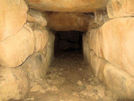 越塚古墳の羨道