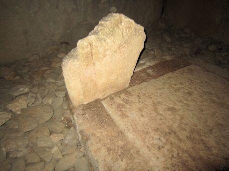 組合式石棺の石材断片