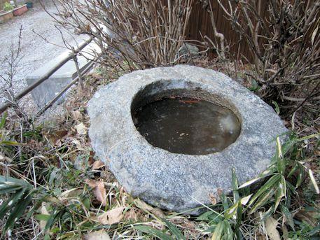越塚古墳の手水鉢