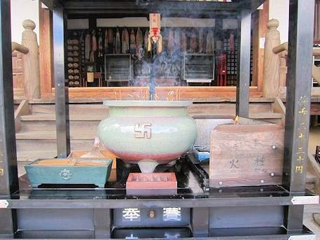 帯解寺の香炉台