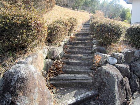 東大寺山古墳へ続く石段
