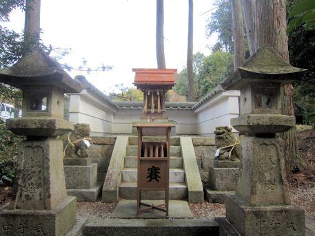 六社神社の祠