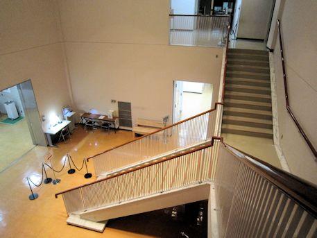 奈良県立美術館の階段