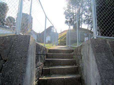 兜塚古墳の石段