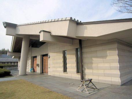 奈良県立万葉文化館の建物