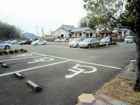 奈良県立万葉文化館の駐車場