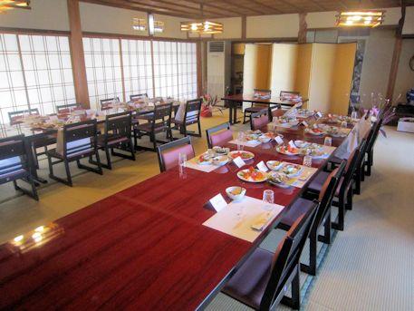 高座椅子と座敷用宴会テーブル
