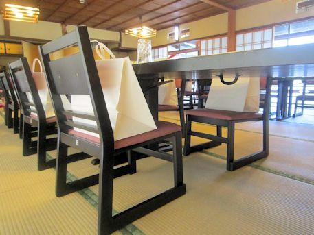 高座椅子と引出物