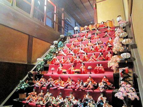 大階段の雛人形