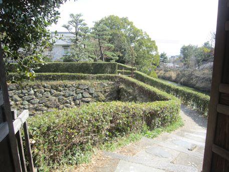 柳沢神社から梅林門への道