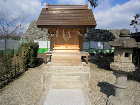 柳沢神社の境内祠