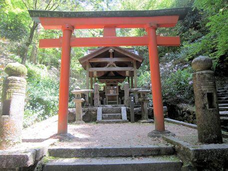 岡寺の稲荷社