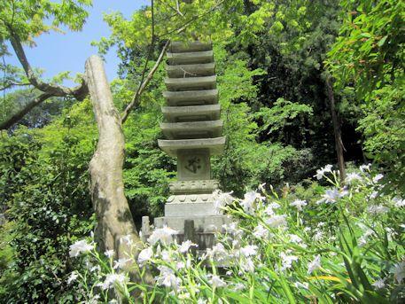 岡寺の十三重石塔
