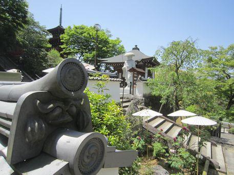 岡寺修行大師像と五重宝塔