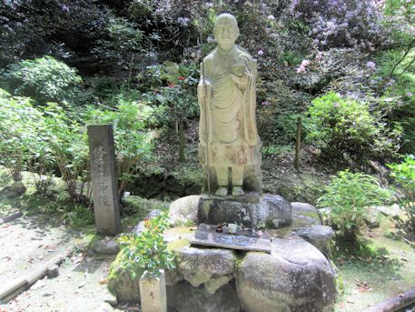 岡寺奥之院の修行大師像