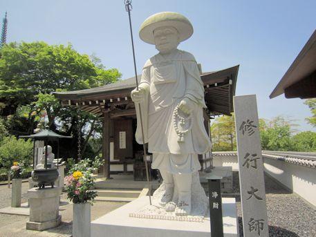岡寺修行大師像