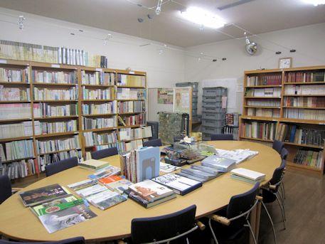 ミュージアムショップの図書閲覧室