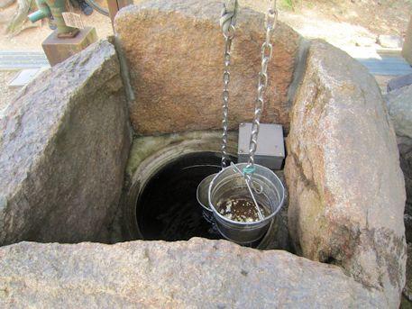 氷室神社の井戸