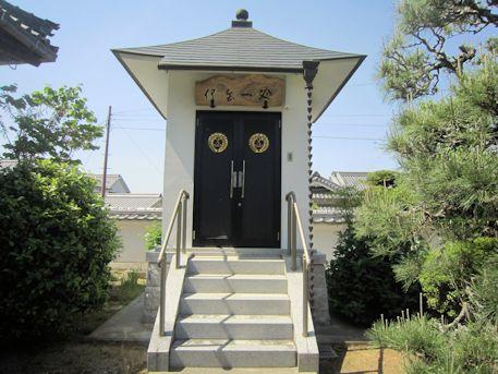向原寺のお堂