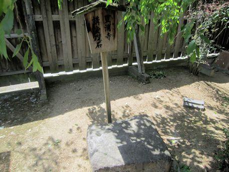 豊浦寺講堂礎石