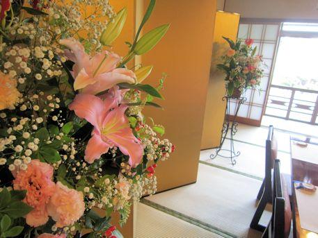 金屏風と会場装花
