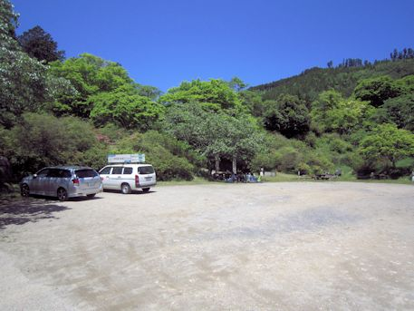 鳥見山公園の駐車場
