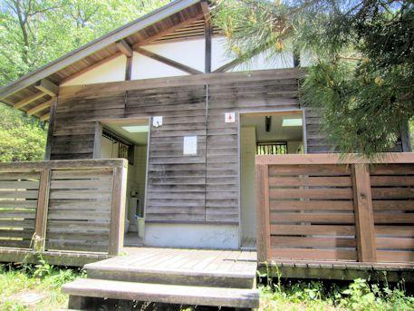 鳥見山公園の公衆トイレ
