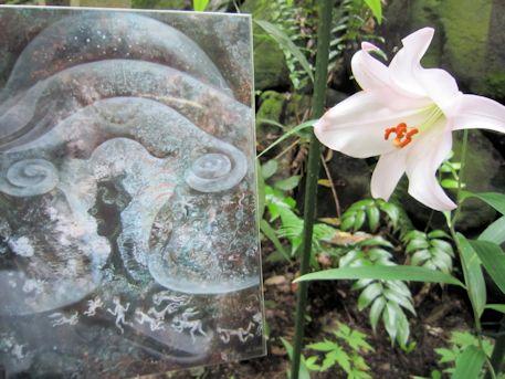 『亀甲墓のYONI』とささゆり