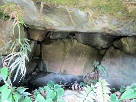狛大石古墳の玄室