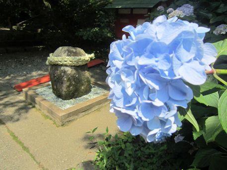 恋神社のむすびの岩座
