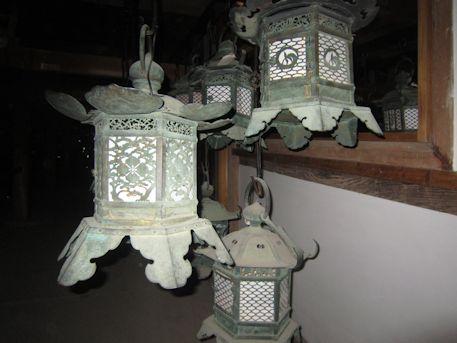 藤浪之屋の釣灯籠