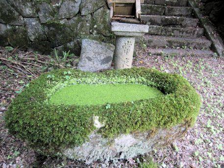 増賀堂跡の手水