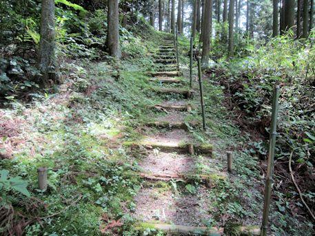岩坂延命地蔵菩薩へ続く階段