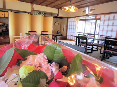 宴会場の花束