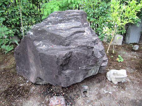 元興寺かえる石と五穀