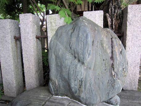 南円堂の藤の石碑
