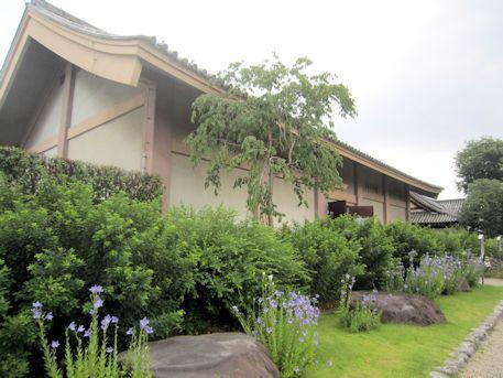 元興寺収蔵庫