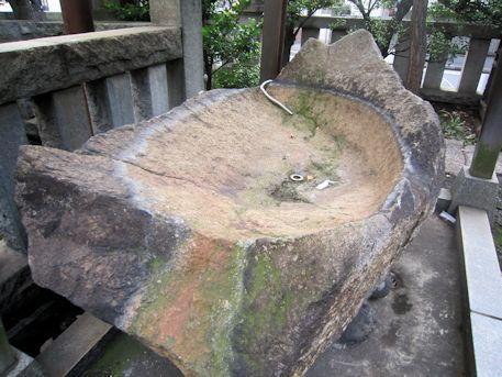 野見宿禰神社の手水鉢
