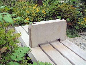 檜町公園の木製ベンチ
