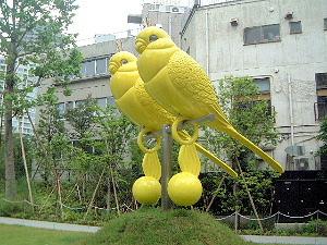 赤坂サカスの鳥モニュメント