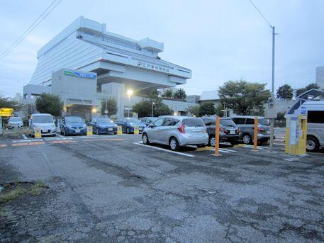江戸東京博物館と駐車場