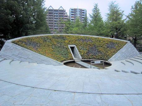 東京都慰霊堂のモニュメント