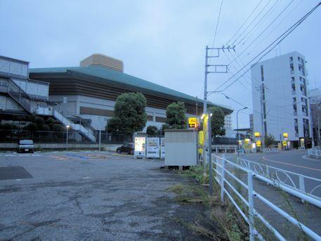 両国国技館と駐車場