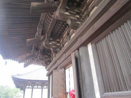 興福寺五重塔の軒下