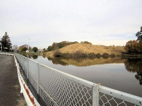 西山古墳と古池
