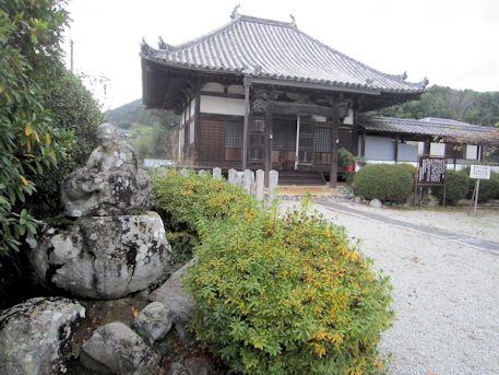 世尊寺太子堂と羅漢石像
